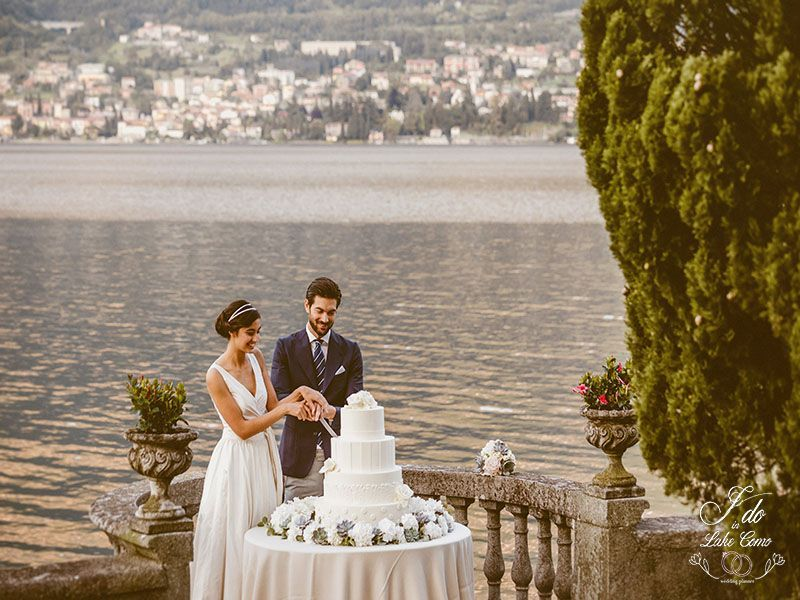 Cut of the cake in Villa Aura Lake Como