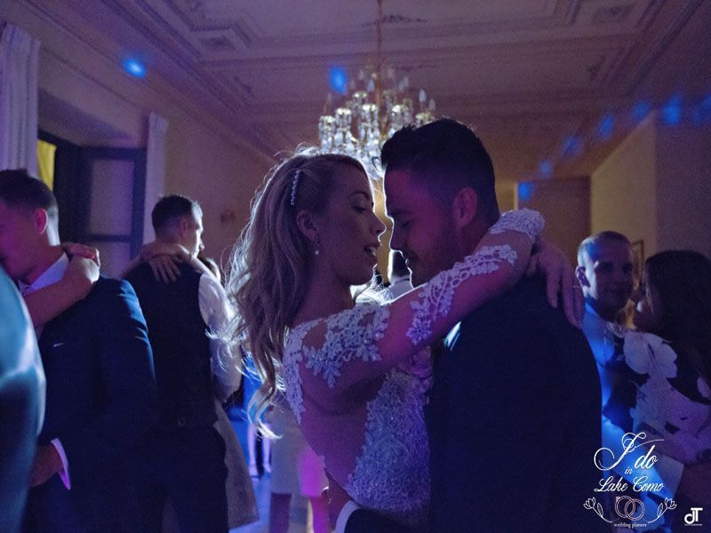 First dance in Lake Como at Villa Aura | Lake Como Wedding Planner