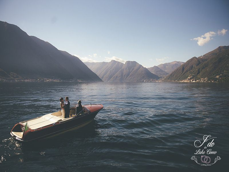 Romantic boat ride in Lake Como | Lake Como Wedding Planner