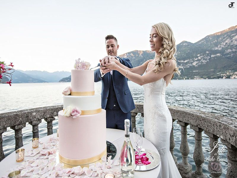 The cut of the cake in Lake Como | Lake Como Wedding Planner