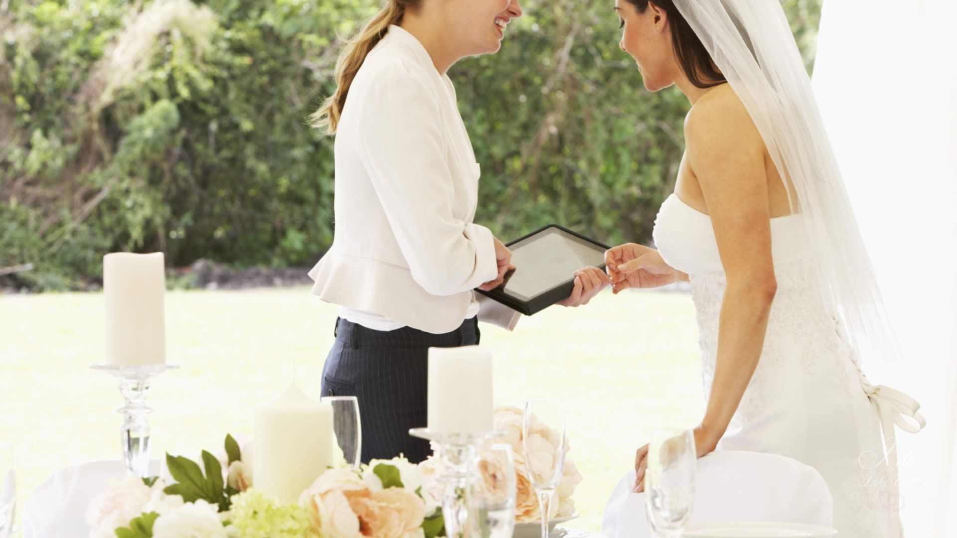 5 Reasons to Hire a Wedding Planner | wedding planner on lake Como